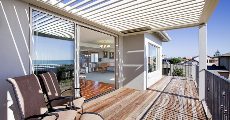 Outdoor living with louvre roofing